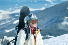 Ritratto di snowboardr nelle montagne Immagini Stock