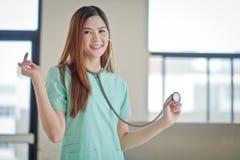 Ritratto di sorridere femminile amichevole di medico Fotografia Stock Libera da Diritti