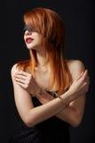 Ritratto di sottomesso dai capelli rossi in manette fotografia stock