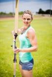 Ritratto di tiro con l'arco di pratica dell'atleta femminile Immagini Stock