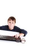 Ritratto di un adolescente con una tastiera Immagine Stock Libera da Diritti