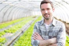 Ritratto di un agricoltore attraente in una serra Immagini Stock Libere da Diritti