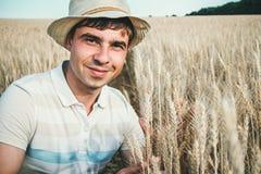 Ritratto di un agricoltore su un campo Fotografie Stock