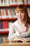 Ritratto di un allievo femminile sorridente Immagine Stock Libera da Diritti
