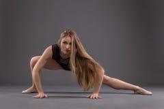 Ritratto di un ballerino in uno studio Fotografie Stock