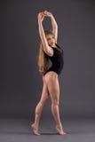 Ritratto di un ballerino in uno studio Fotografia Stock