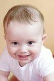 Ritratto di un'età di risata del bambino di 7 mesi Immagine Stock