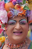 Ritratto di un gay in vestito colourful Fotografia Stock