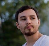 Ritratto di un giovane con una barba Fotografia Stock Libera da Diritti