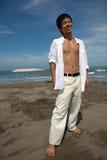 Ritratto di un giovane sulla spiaggia Fotografia Stock