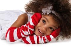 Ritratto di un'indicazione prescolare della ragazza del bambino Colpo dello studio Isolato immagine stock libera da diritti