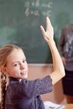 Ritratto della scolara che solleva mano Fotografia Stock