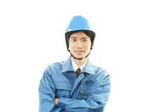 Ritratto di un lavoratore con il casco immagini stock