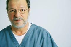 Ritratto di un medico anziano Fotografia Stock Libera da Diritti