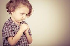 Ritratto di un ragazzino triste Fotografia Stock Libera da Diritti