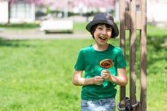 Ritratto di un ragazzo allegro fotografia stock libera da diritti