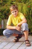 Ritratto di un ragazzo biondo che esamina macchina fotografica Fotografia Stock Libera da Diritti
