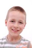Ritratto di un ragazzo che esamina macchina fotografica fotografia stock