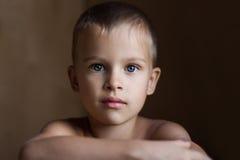 Ritratto di un ragazzo di rilassamento Fotografia Stock