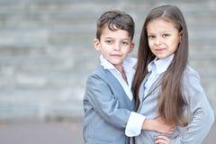 Ritratto di un ragazzo e di una ragazza Fotografie Stock