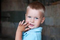 Ritratto di un ragazzo sveglio fotografie stock libere da diritti