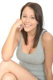 Ritratto di un sorridere attraente rilassato emozionante felice della giovane donna Immagine Stock Libera da Diritti