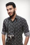 Ritratto di un tipo del fotografo con una macchina fotografica d'annata immagini stock libere da diritti