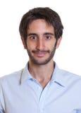 Ritratto di un tipo latino sorridente con la barba Immagine Stock