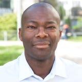 Ritratto di un uomo africano sorridente Fotografia Stock Libera da Diritti