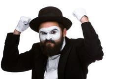 Ritratto di un uomo con i pugni alzati nel mimo di trucco Fotografia Stock