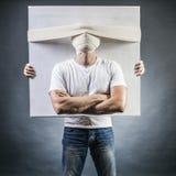 Ritratto di un uomo con una testa bendata fotografia stock
