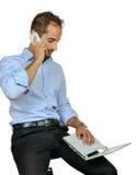 Ritratto di un uomo d'affari elegante con un computer portatile Immagini Stock Libere da Diritti