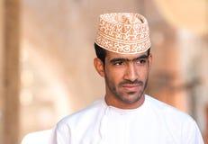 Ritratto di un uomo dell'Oman in un vestito dell'Oman tradizionale Nizwa, Oman - 15/OCT/2016 Immagine Stock Libera da Diritti