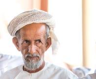 Ritratto di un uomo dell'Oman in un vestito dell'Oman tradizionale Nizwa, Oman - 15/OCT/2016 Fotografie Stock