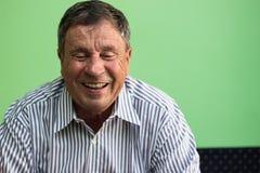 Ritratto di un uomo maggiore sorridente fotografia stock libera da diritti