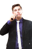 Ritratto di un uomo in vestito che fuma una e-sigaretta Fotografie Stock Libere da Diritti