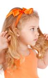 Ritratto di una bambina, su bianco Immagini Stock