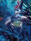 Ritratto di una bionda attraente nella giungla Fotografie Stock