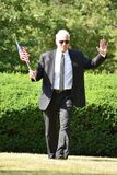 Ritratto di una camminata di Politico With American Flag fotografia stock