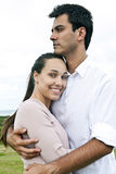 Ritratto di una coppia ispanica nell'amore fotografia stock