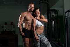 Ritratto di una coppia muscolare fisicamente misura Fotografia Stock Libera da Diritti