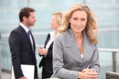 Ritratto di una donna di affari matura immagine stock