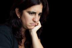 Ritratto di una donna ispanica triste e depressa immagini stock libere da diritti