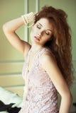 Ritratto di una donna sensuale. Immagine Stock