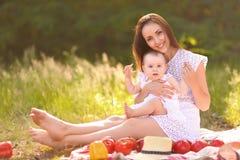 Ritratto di una famiglia felice di estate Fotografia Stock