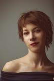 Ritratto di una giovane donna Immagini Stock Libere da Diritti