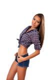 Ritratto di una giovane donna alla moda in occidentale come l'attrezzatura con le mani sulle anche Immagine Stock