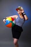 Ritratto di una giovane donna in costume del marinaio Fotografie Stock