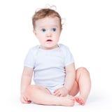 Ritratto di una neonata adorabile con gli occhi azzurri immagine stock libera da diritti