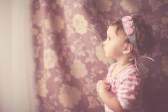 Ritratto di una neonata nello stile d'annata Fotografie Stock Libere da Diritti